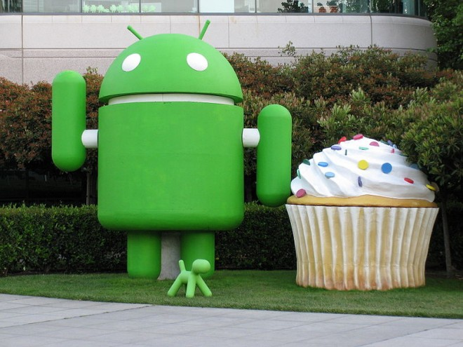 800px-android_and_cupcake-660x495