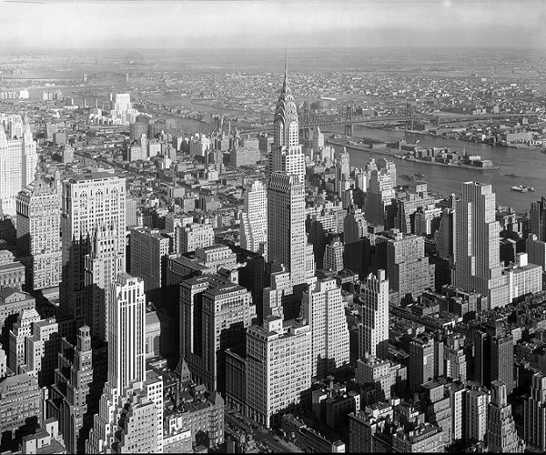 800px-Chrysler_Building_Midtown_Manhattan_New_York_City_1932