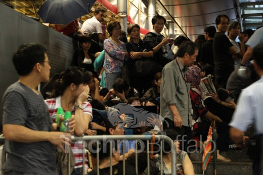 TB 520x346 Apple fans in Hong Kong queue for iPhone 4S launch with a difference