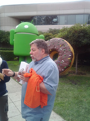 The Woz collects his Galaxy Nexus early from Google HQ