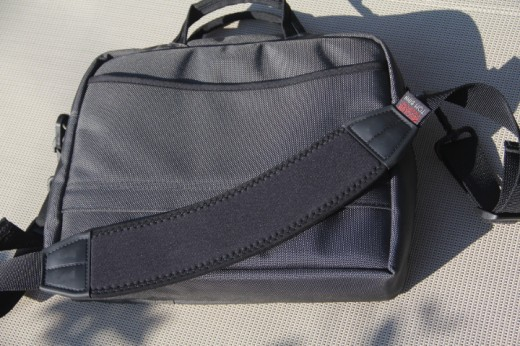 IMG 5390 520x346 TNW Review: The Tom Bihn Cadet laptop bag is a rugged and refined winner