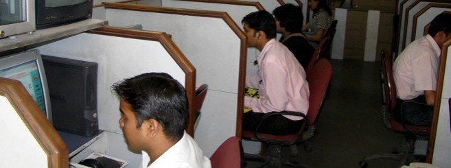 india-internet-users-cyber-cafe