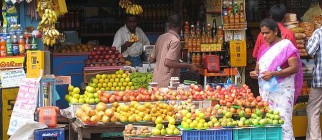 India_shopping_fruits_baskets