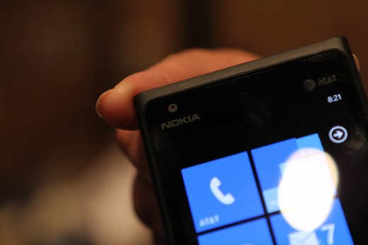 IMG 5623 520x346 We took a closer look at the Nokia Lumia 900, yep its great [Video]