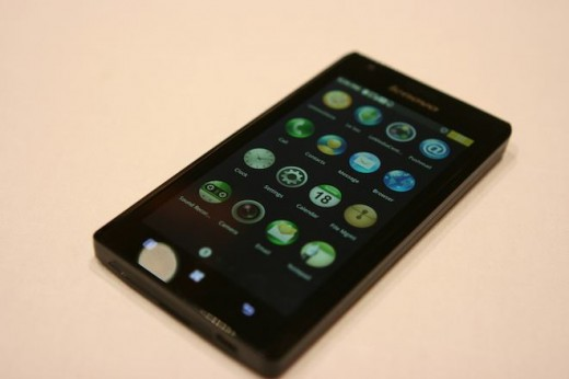 IMG 6922 520x346 First hands on with the Lenovo K800 running Intels Medfield [Video]