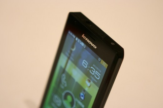 IMG 6925 520x346 First hands on with the Lenovo K800 running Intels Medfield [Video]