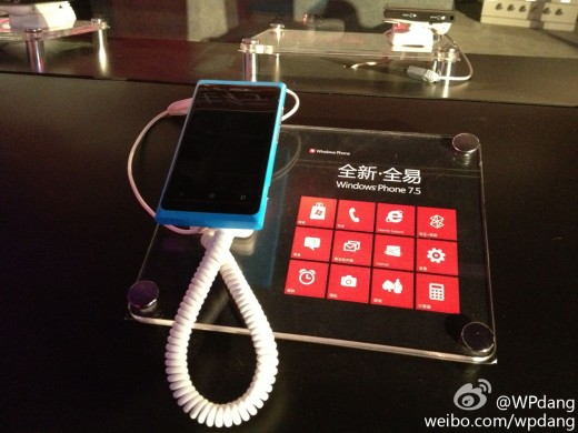 nokia lumia 800 china 520x390 Microsoft launches Windows Phone 7 in China, but handset makers, operators hold the details