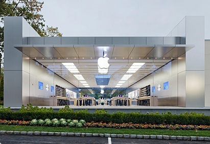 photo manhasset 1 Woman sues Apple for $1 million after breaking her nose at a glass fronted Apple Store