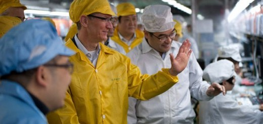 tim-cook-at-foxconn