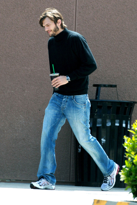 First look at Ashton Kutcher as Steve Jobs