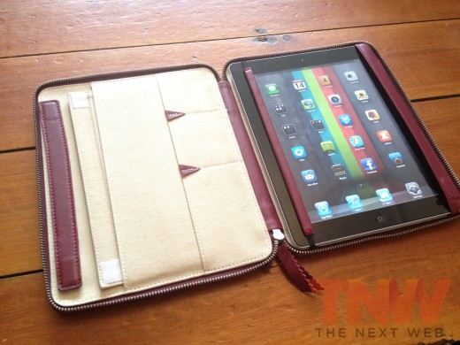 IMG 2579wtmk 520x390 Review: Lacambras stylish, elegant leather case positions your iPad any way you want it