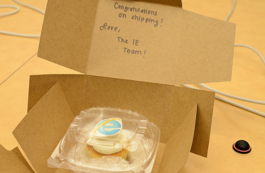 2011 08 16 1151 520x3401 Mozilla sends the Internet Explorer team a cake, proving that it can sling saccharine with the best of them