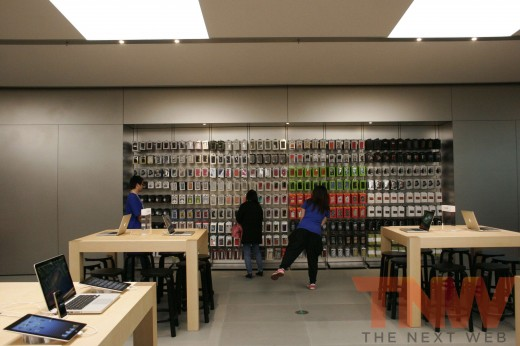 applestore wangfujing 12wtmk 520x346 Apples Browett guides tour of new Beijing store, confirms upcoming Shenzhen location