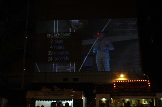 blaine projection 520x346 David Blaine gets electrified as kids in London use laptops to change the current remotely