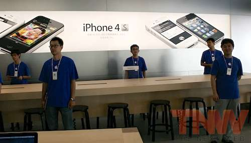 geniusbar wangfujing beijing applestore wtmk Apples Browett guides tour of new Beijing store, confirms upcoming Shenzhen location