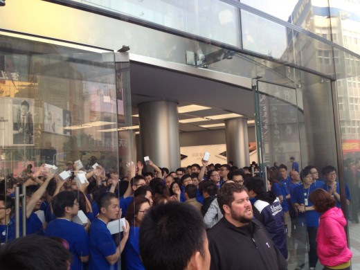 photo1 520x390 Apple opens new Wangfujing, China store to massive crowd