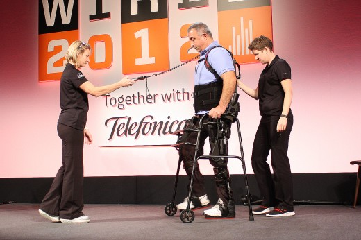 steps 1 520x346 Ekso Bionics exoskeleton receives a standing ovation at Wired 2012