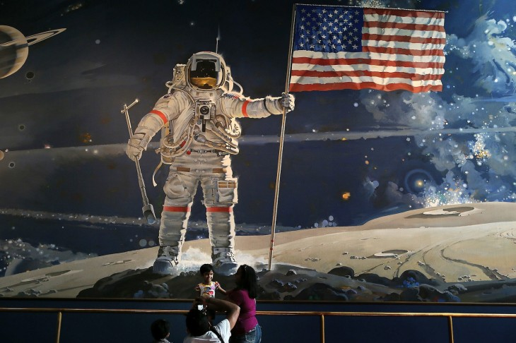 neil armstrong on the moon via getty images 730x486 2012s biggest tech news in pictures