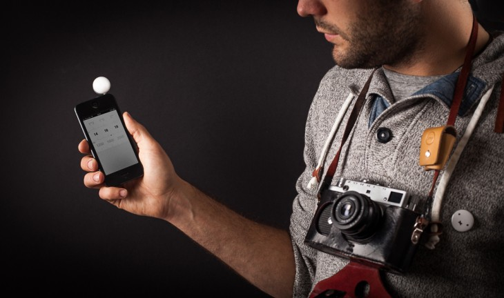 2 hand 1 730x432 Lumu is a tiny, elegant light meter for the iPhone aimed at analog and digital photographers alike