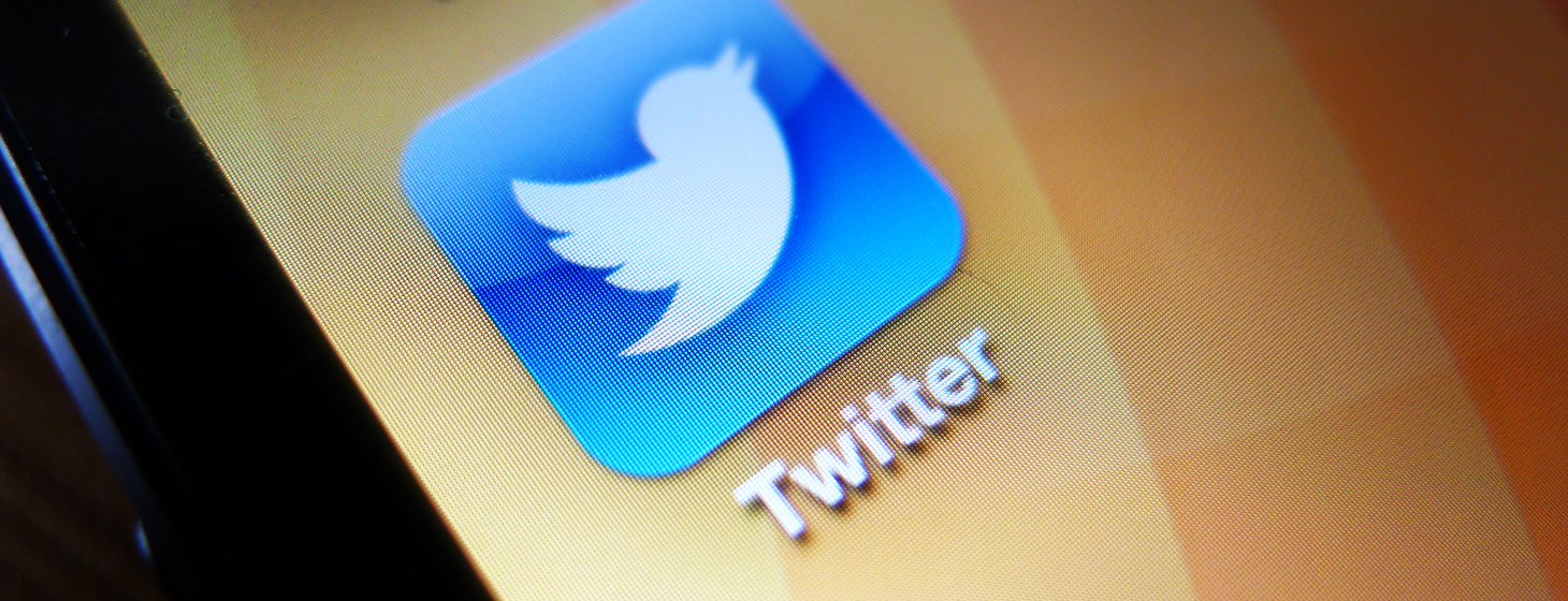 Twitter appears to be testing app store links and other customized links within promoted tweets