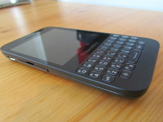 BB Q5 side 520x390 BlackBerry Q5 review: Can BlackBerrys mid range hopeful best the rest?