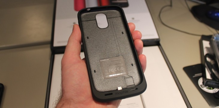 b4 730x363 Hands on with the Mophie Juice Pack for Samsung Galaxy S4, an all in one case and battery pack