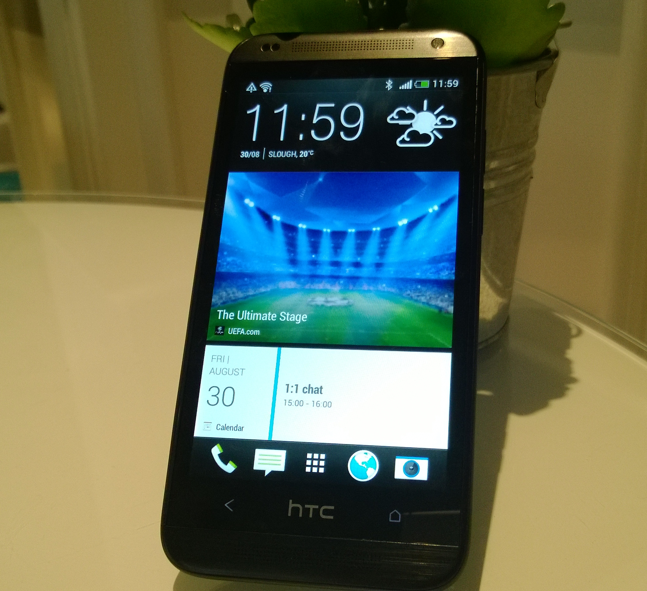 Desire 601 angled HTC outs 4G equipped Desire 601, entry level Desire 300 and Vivid Blue HTC One, One Mini
