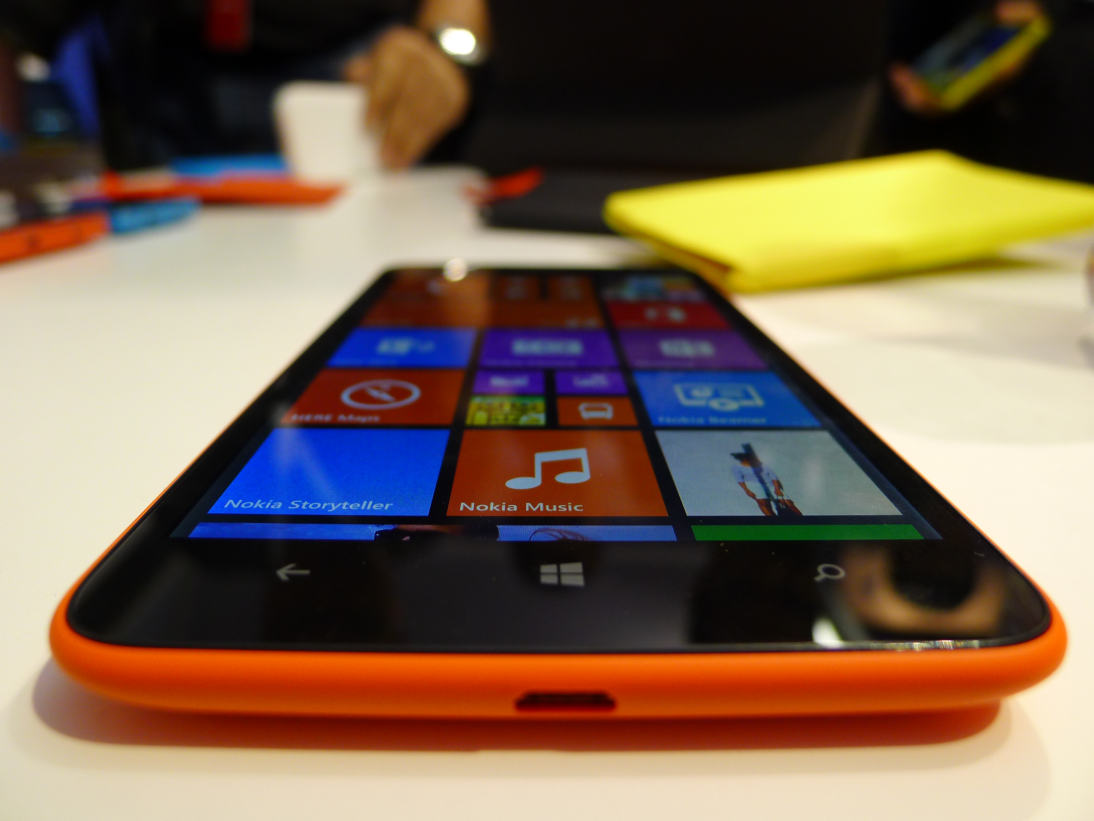 P1040489 Nokia Lumia 1320 hands on: How does this 6, 720p smartphone stack up against the Lumia 1520?