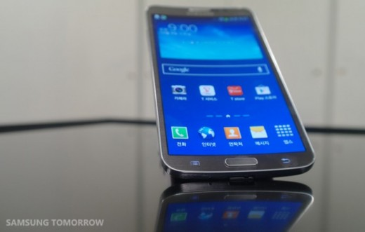 SAM 8939 665x424 520x331 Samsung announces the Galaxy Round, its first smartphone with a curved screen [Video]