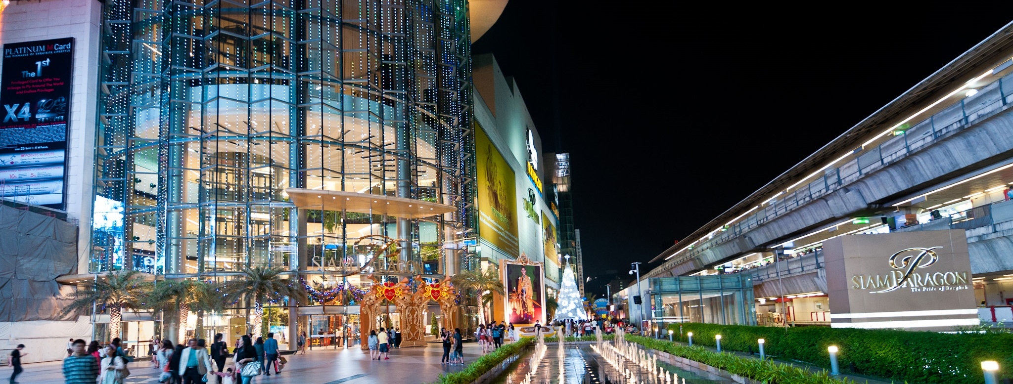 Why is a shopping mall in Thailand Instagram's most photographed place in 2013?