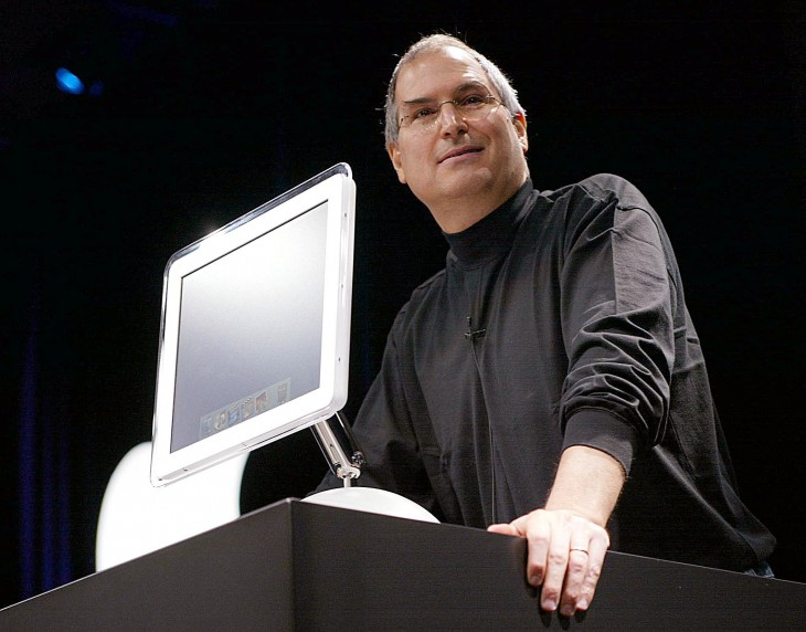 19 imac swivel 730x572 30 years in 33 photos: A visual history of the Apple Mac