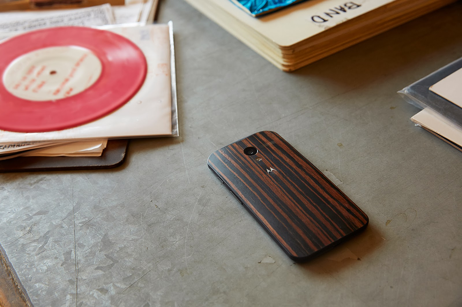 Motorola slashes Moto X's wood finishes from $100 to $25, adds three new designs on January 21