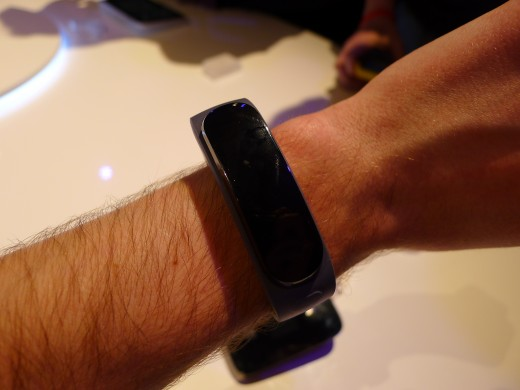P1050001 520x390 Huawei TalkBand B1 is a fitness and sleep tracker with a Bluetooth 4.1 earpiece for wireless calls