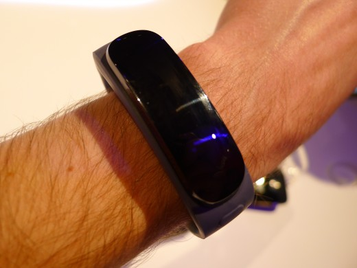 P1050005 520x390 Huawei TalkBand B1 is a fitness and sleep tracker with a Bluetooth 4.1 earpiece for wireless calls
