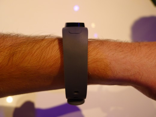 P1050007 520x390 Huawei TalkBand B1 is a fitness and sleep tracker with a Bluetooth 4.1 earpiece for wireless calls
