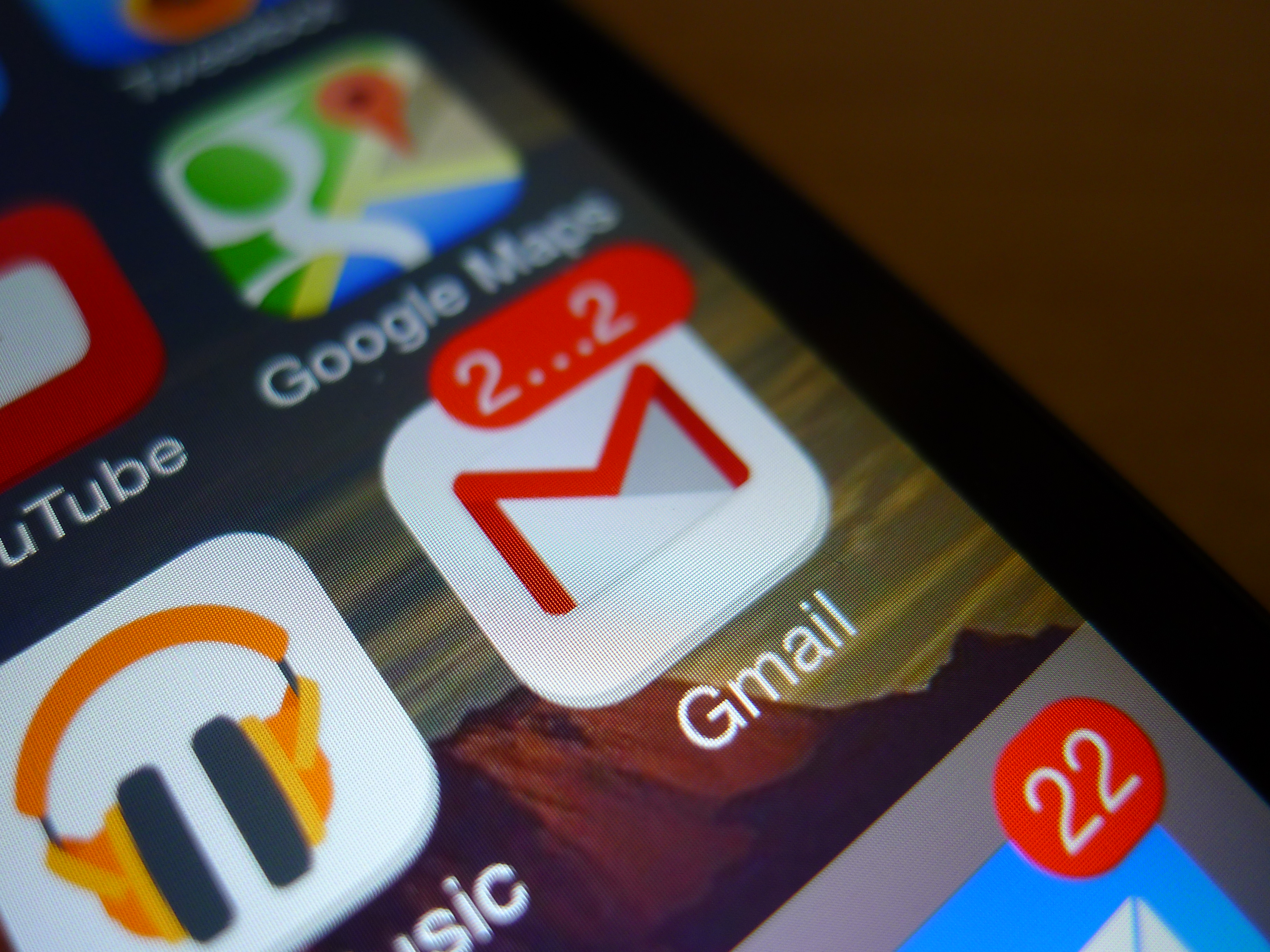 Gmail for iOS Updated with Background Refresh