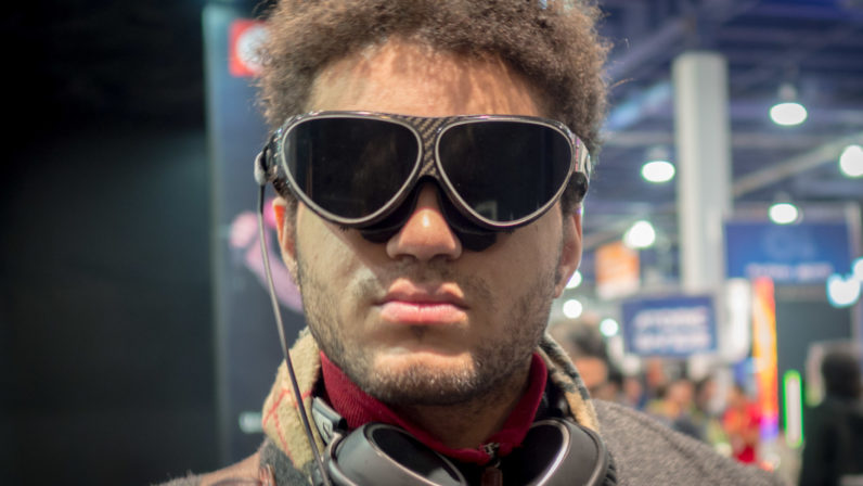 Dlodlo's VR1 headset is the size of a pair of glasses but can rival Oculus